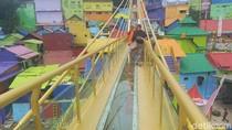 Ada Jembatan Kaca di Kampung Warna-warni Malang