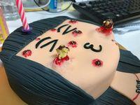 Hiii.. <i>Cake</i> Ini Dibuat dengan Tampilan Jerawat yang Bisa Dipencet!