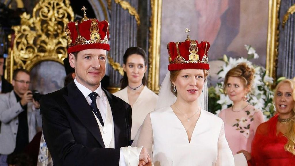 Putri Serbia Menikah Tak Pakai Gaun Princess, Ini Busana yang Dikenakannya