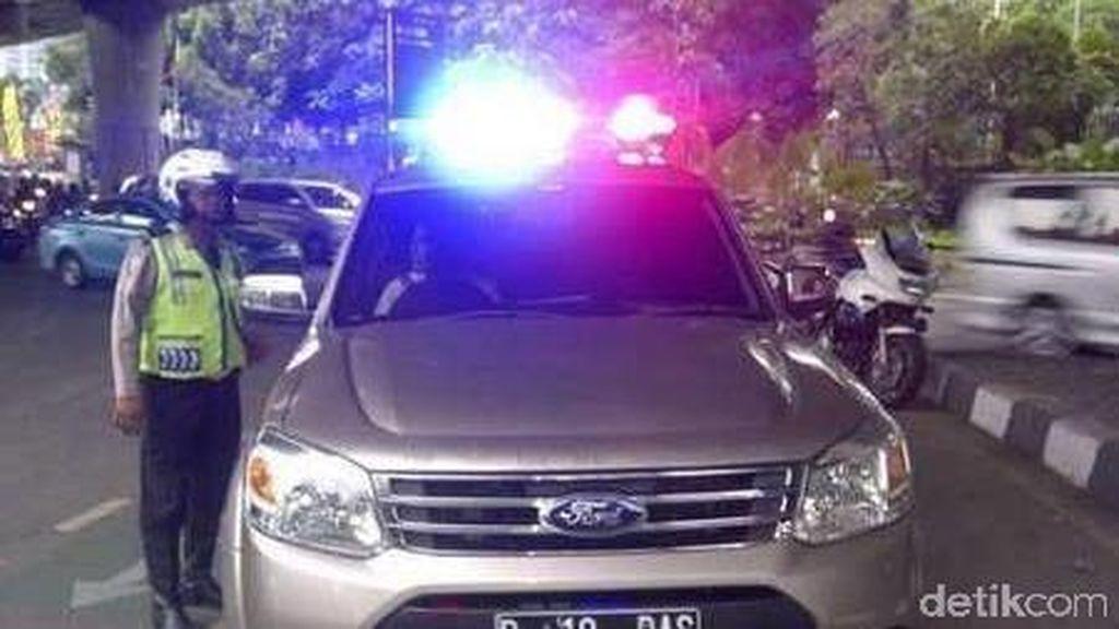 Kendaraan Pribadi Tak Punya Hak Pakai Rotator dan Sirine