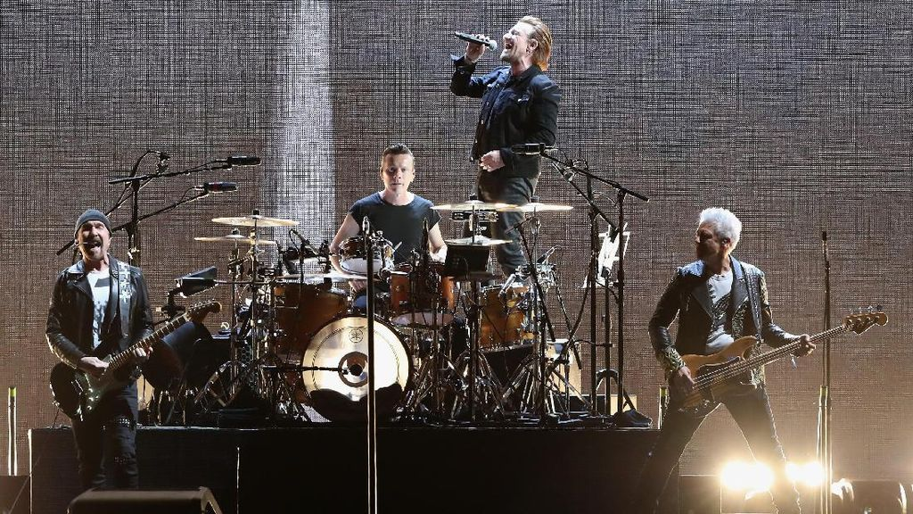 Argentina Jalani Laga Hidup-Mati, Konser U2 Ditunda Sejenak