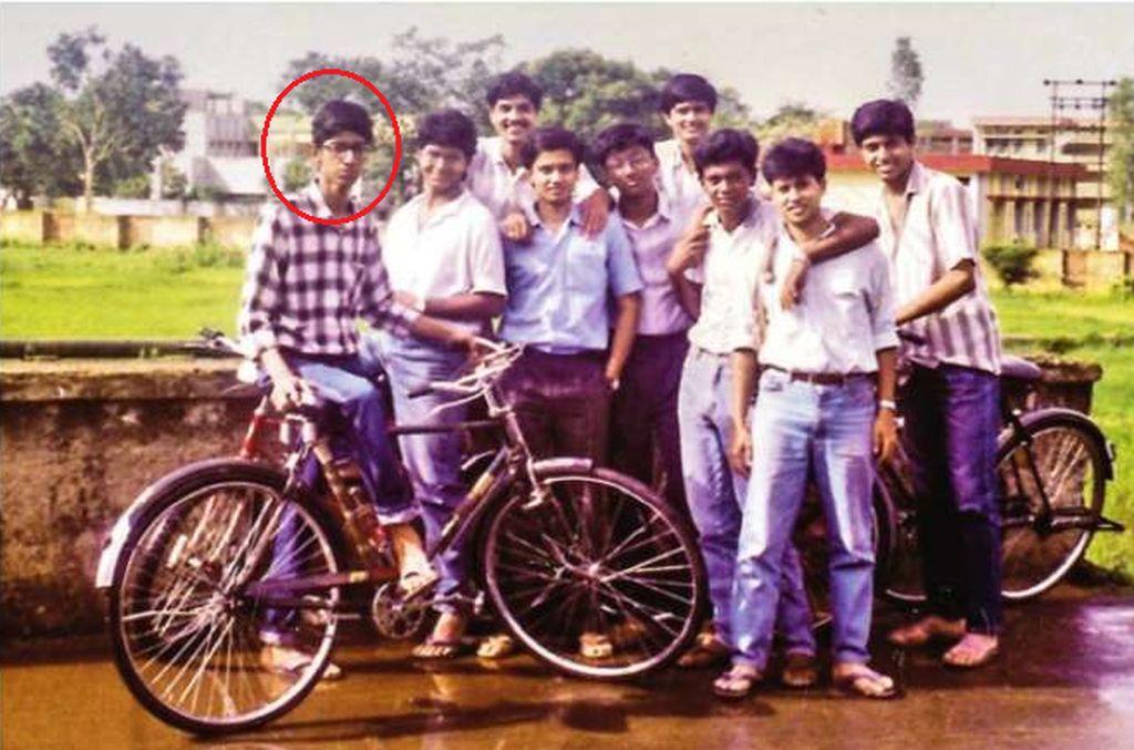 Ini Sundar masa remaja bersama teman-temannya di India. Siapa yang menyangka remaja itu nantinya jadi nama mentereng di jagat teknologi dunia. Foto: istimewa