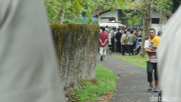 Bripka Bambang Dimakamkan di Blora, Wartawan Dilarang Meliput