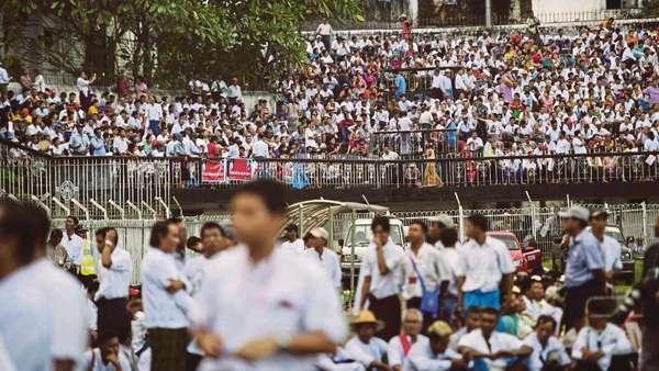 Puluhan Ribu Warga Myanmar Gelar Aksi Dukung Suu Kyi Soal Rohingya