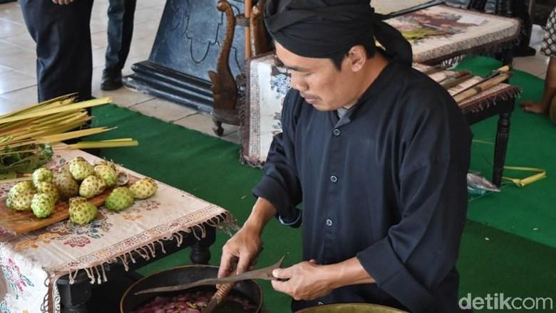 Melihat 6 Pusaka Peninggalan Ki Ageng Pandanaran Dijamas di Semarang