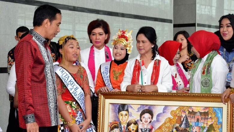 Iriana Jokowi Beri Penyuluhan Bahaya Narkoba ke Siswa SD Hingga SMA