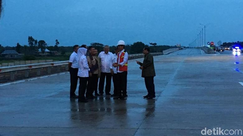 Jokowi Targetkan 1.850 Km Jalan Tol Selesai di 2018