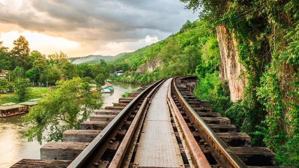 Potret Kini dan Lampau Jalur Kereta Paling Mematikan di Thailand
