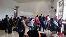 Imbas KA BBM Anjlok, Ratusan Penumpang Dialihkan ke Bus