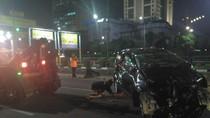 Minibus Ringsek Tabrak Separator Busway di Semanggi