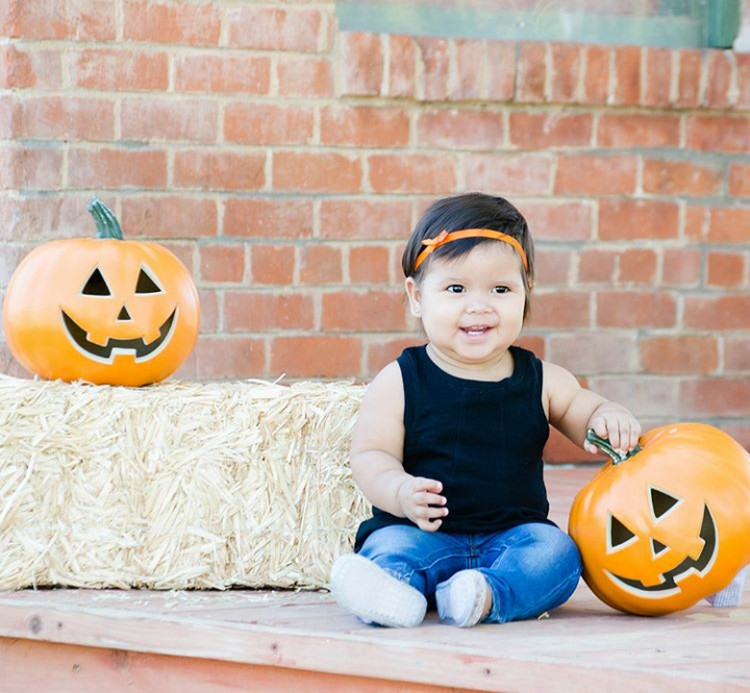 Warna bando-nya matching sama labu atau pumpkin-nya ya, Bun. (Foto: Instagram @nataliek_g)