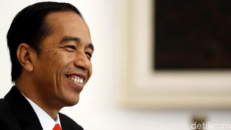 Jokowi Resmikan Bandara Silangit dan Bagi Kartu Sakti