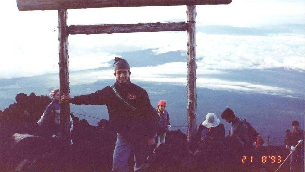 Anies Baswedan Suka Mendaki Gunung Juga?