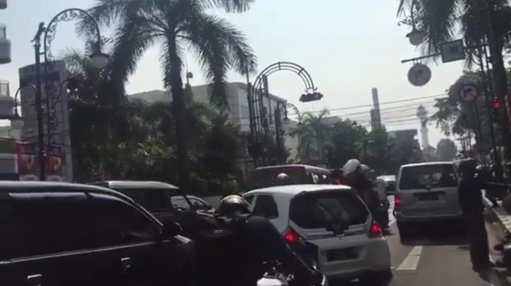 Pemotor Rusak Mobil Nekat di Bandung, Polisi: Itu Persekusi