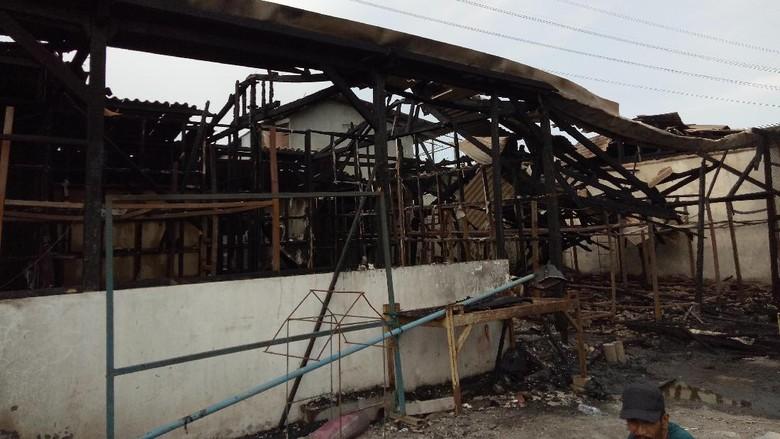 Bekas Pabrik Tahu di Kedung Baruk Ludes Terbakar