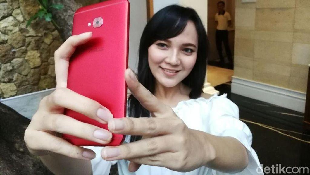 Di Indonesia, Ponsel Selfie Masih Jadi Lumbung Duit