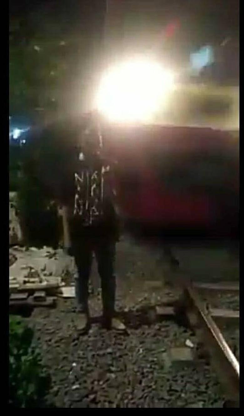 Tersambar KRL Saat Berfoto, Burhanudin Meninggal di RS Sumber Waras