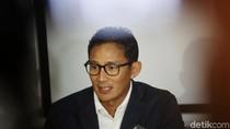 Pakai Seragam Pelantikan, Sandiaga Berangkat ke Masjid Sunda Kelapa