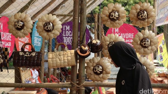 Produk Kerajinan Komunitas Lokal Dipamerkan di Taman Menteng
