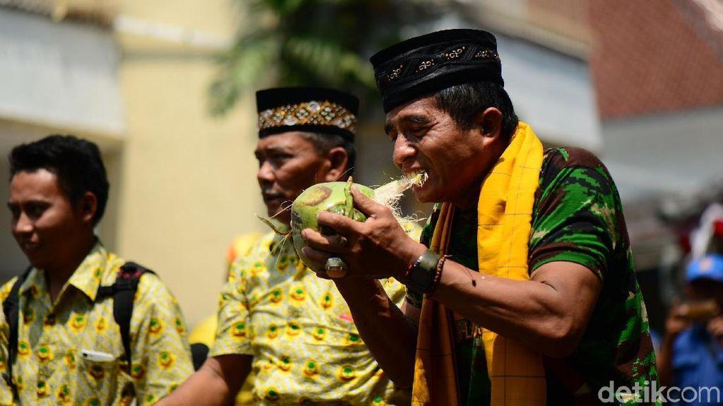 Partainya Tommy Soeharto Daftar ke KPU Bawa Rombongan Debus