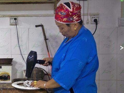 Budaya membuat perak telah mengakar daging bagi etnis Miao (BBC Travel)