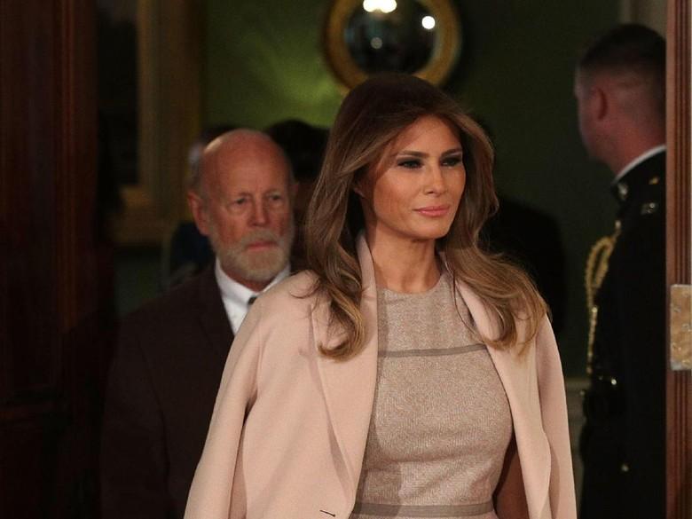 Gaji Staf Melania Trump Kurang dari Separuh Gaji Staf Istri Obama