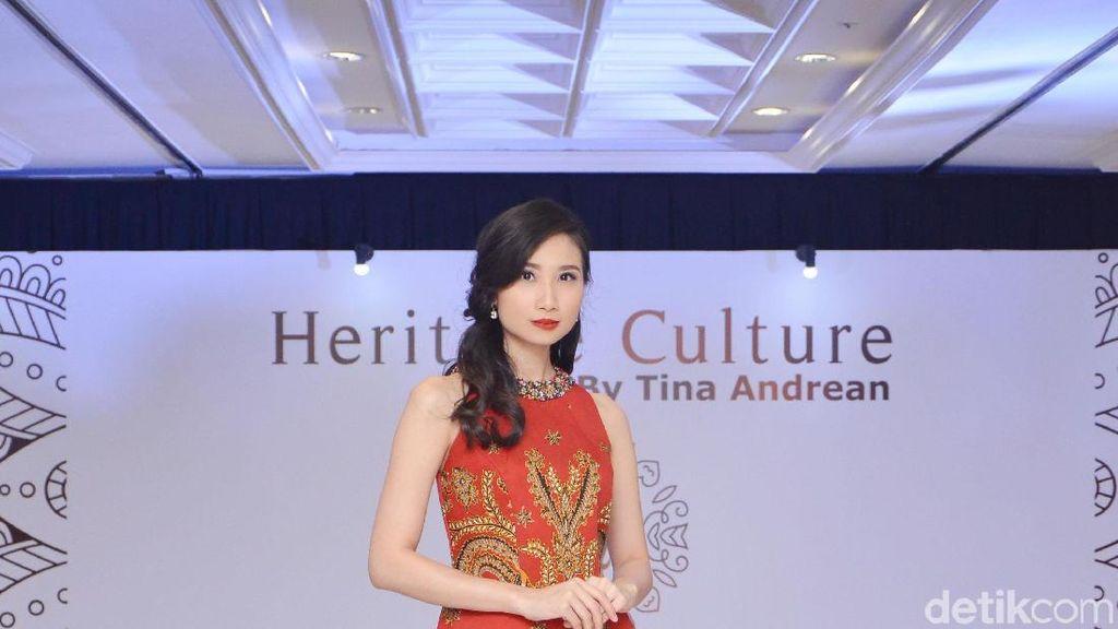 Tina Andrean Angkat Keindahan Batik Tulis dalam Koleksi Terbarunya
