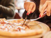 Karakter Anda Bisa Terbaca dari 6 Cara Makan Pizza Ini