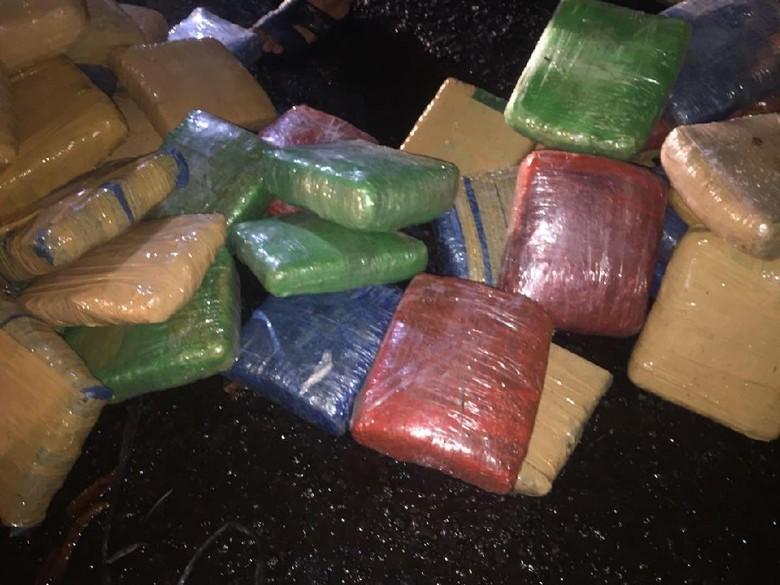 Polisi Tangkap 3 Kurir Narkoba di Tangerang, Sita 300 Kg Ganja