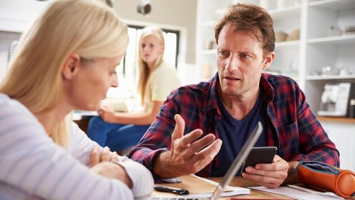Konflik rumah tangga karena prioritas keuangan oleh suami. Foto: Ilustrasi/thinkstock