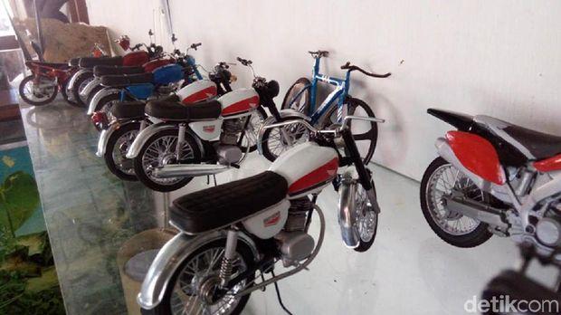 miniatur sepeda motor jadul