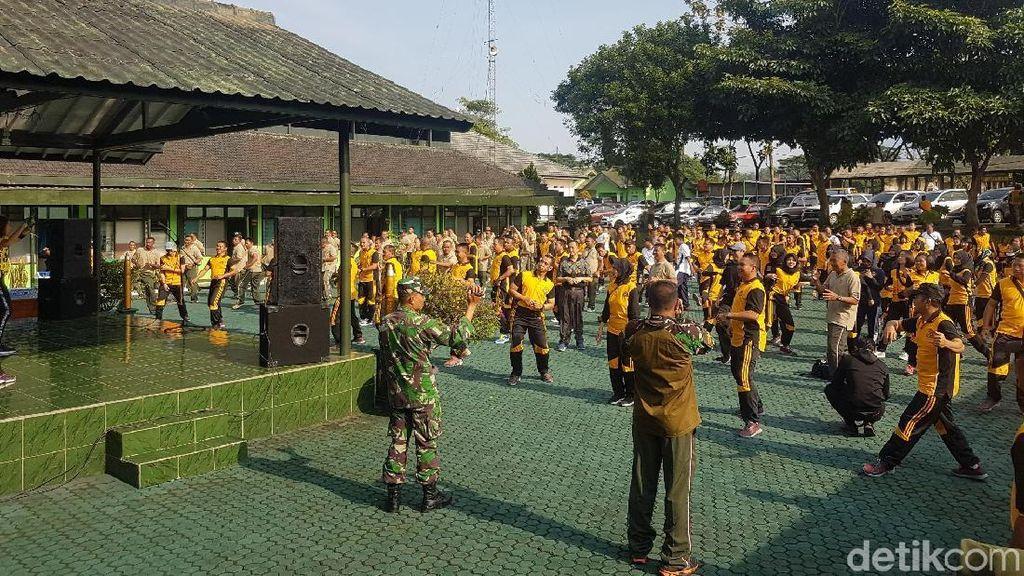 Kompaknya Personel TNI-Polri di Sukabumi Olahraga Bersama