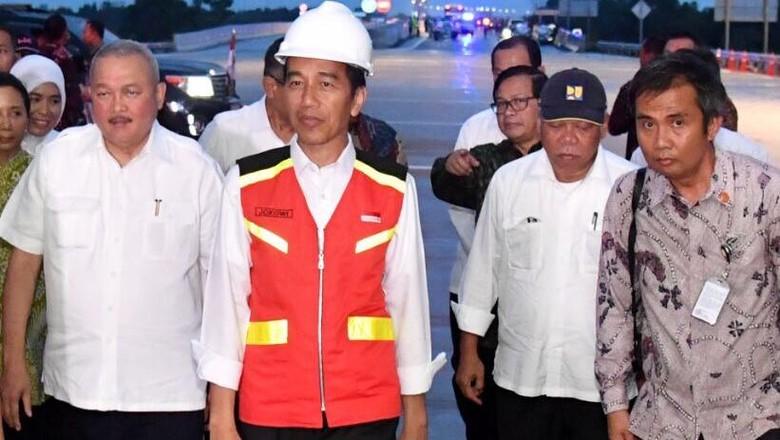Saat Jokowi Resmikan Tol Pertama di Sumatera Selatan