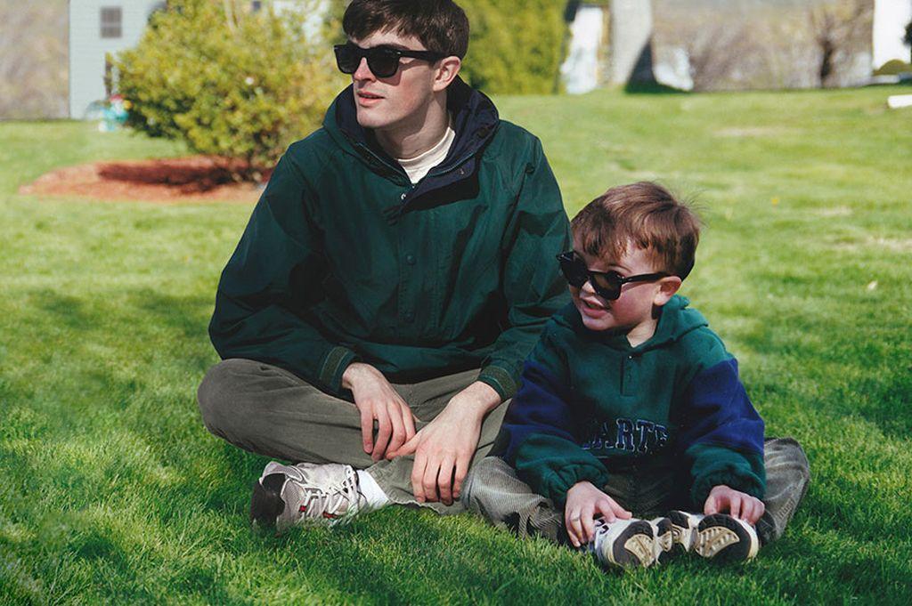 Di samping kiri adalah Conor Nickerson, seorang fotografer yang berbasis di Montreal, Kanada. Sedang di sisinya adalah dirinya di masa kanak-kanak. Foto: Facebook