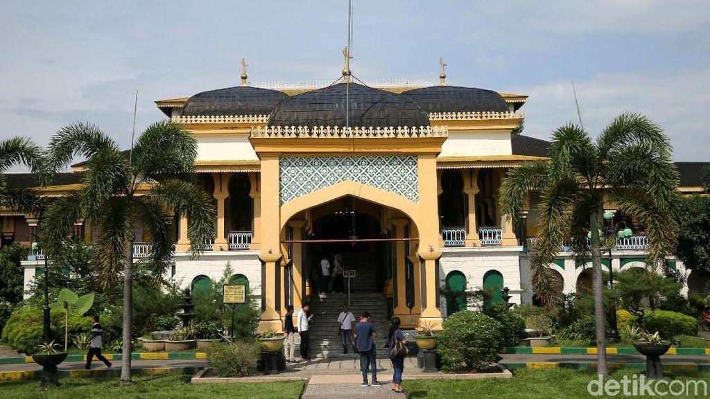 Megahnya Istana Maimun di Kota Medan