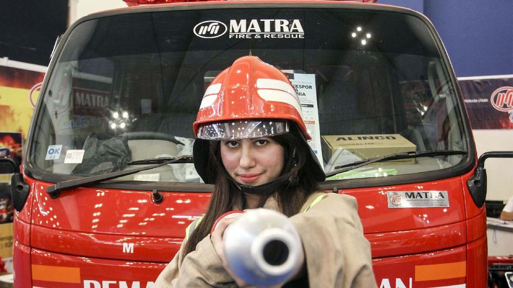 Melongok Jeroan Mobil Pemadam Kebakaran