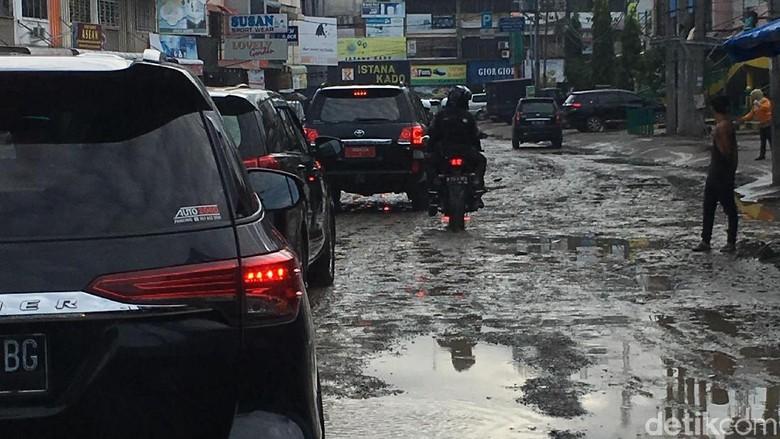 Jokowi ke Walkot Medan: Benahi Jalan atau Saya Duluan Kerjakan!