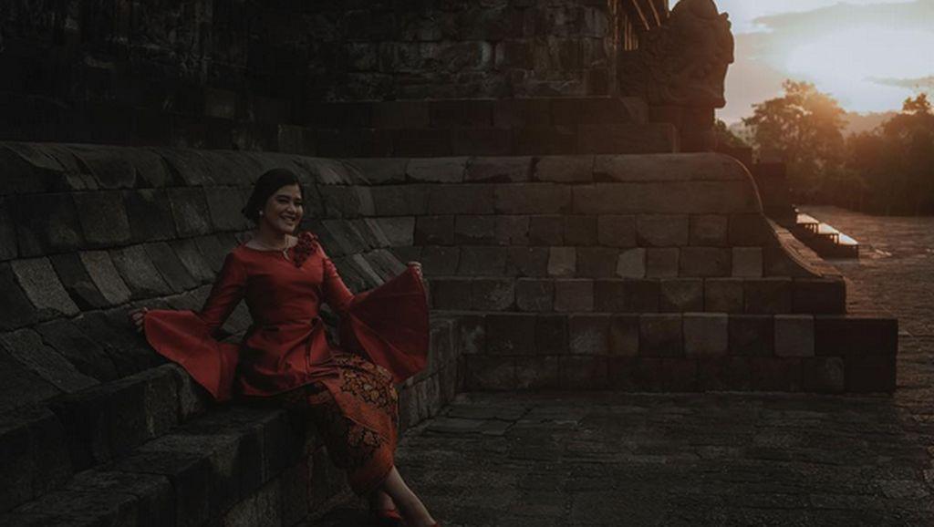 Berkebaya Merah, Kahiyang Pamer Foto di Borobudur Jelang Pernikahan