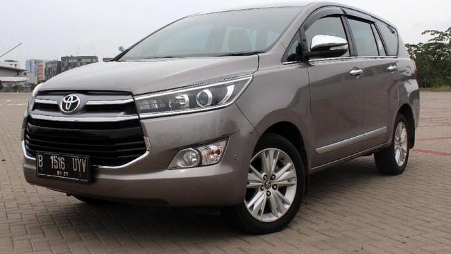 Wuling Cortez Lawan Toyota Kijang Innova