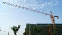 Pekerja Konstruksi Ini Gunakan Crane untuk Ambil Pesanan Makanan!