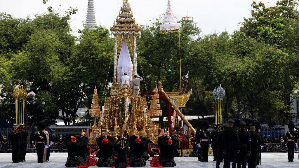 Foto: Melihat Persiapan Kremasi Raja Thailand Bhumibol Adulyadej
