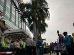 Diancam, Massa yang Ingin Tutup Alexis Batal Demo
