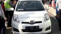 Mobil dan Motor Masuk Jalur Busway Saat CFD di Mampang