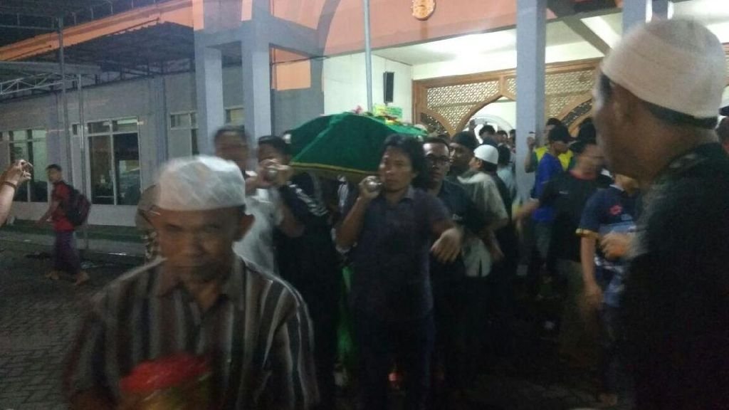 Jenazah Choirul Huda Disalatkan di Masjid Jami Lamongan