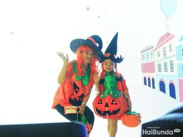 Wah, ada pumpkin. Kreatif ya pasangan bunda dan anak ini.
