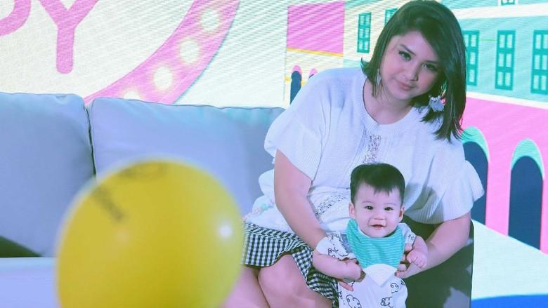 Kata Putri Titian Soal Upload Foto Anak di Media Sosial (Foto: Palevi)