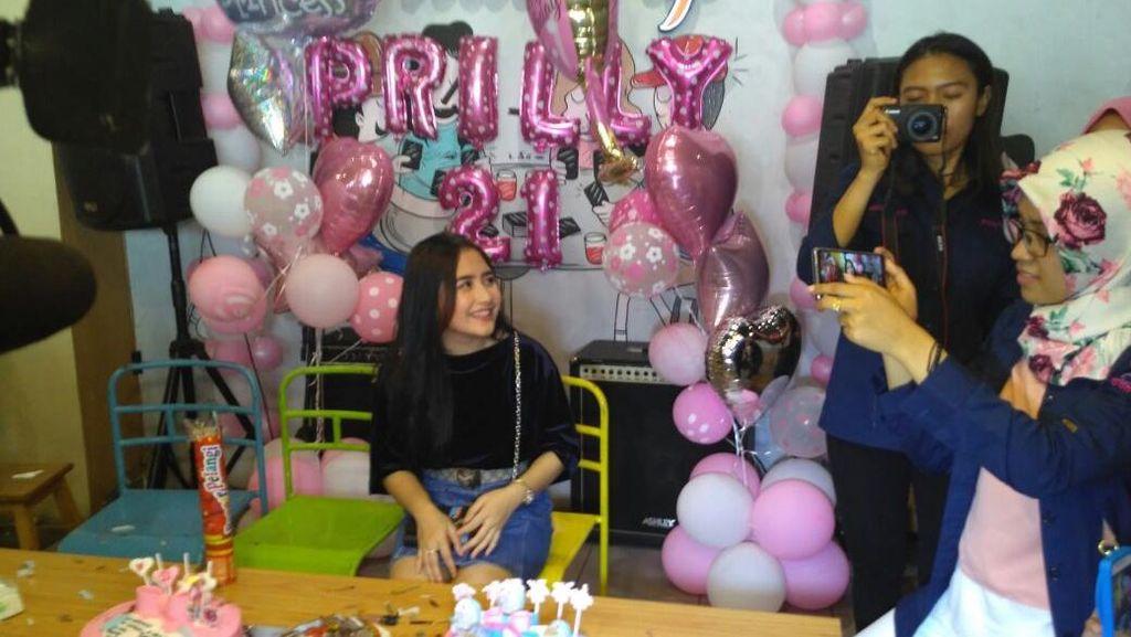 Masuki Usia 21 Tahun, Prilly Latuconsina: Sudah Legal Nih