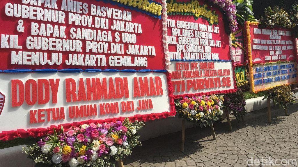 Bunga Ucapan Selamat Anies-Sandi Mulai Berdatangan ke Balai Kota
