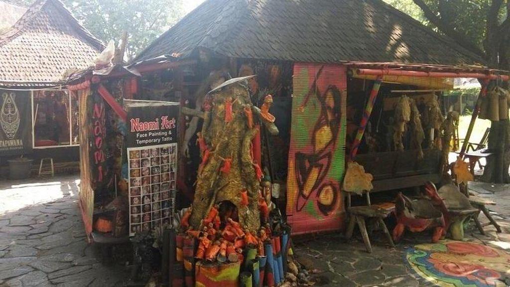 Karya Seniman Lokal di Pasar Seni Ancol