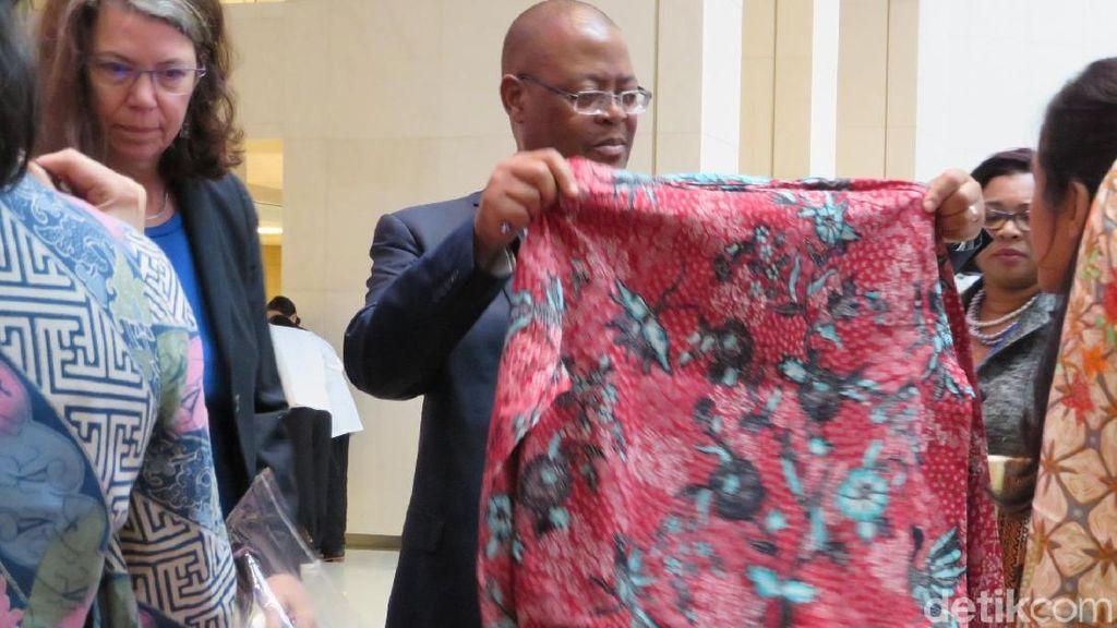 Peserta Annual Meeting IMF-WB Serbu Batik, Kopi Hingga Satai